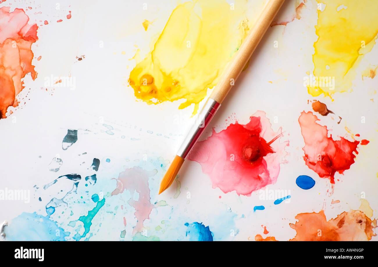 Salpicaduras de pintura sobre un lienzo Imagen De Stock