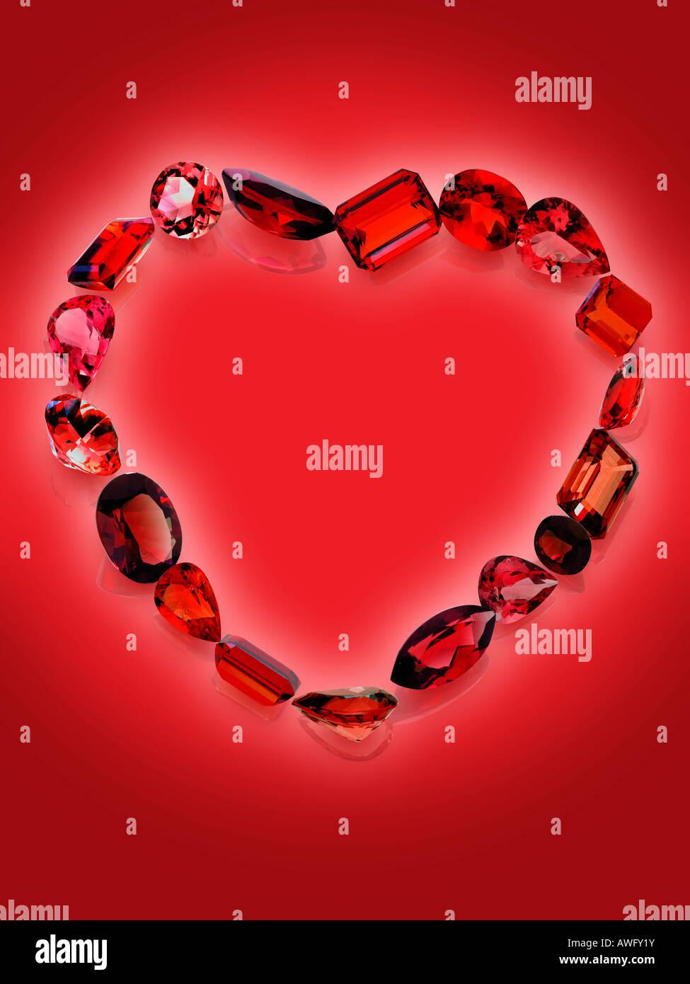 Las piedras preciosas de color rojo en forma de corazón Imagen De Stock
