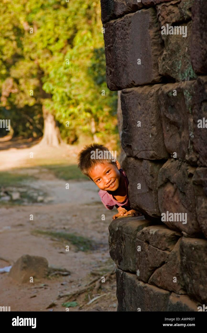 Niñito en Angkor Wat, Camboya, Asia Imagen De Stock