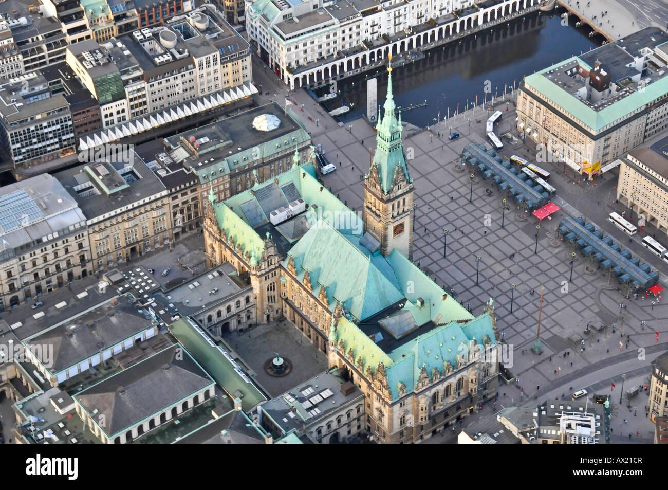 Vista de pájaro del ayuntamiento, Hamburgo, Alemania, Europa Foto de stock