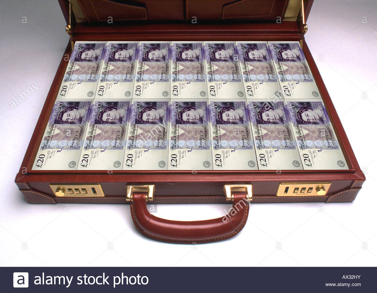 El maletín lleno de billetes de 20 libras Foto de stock