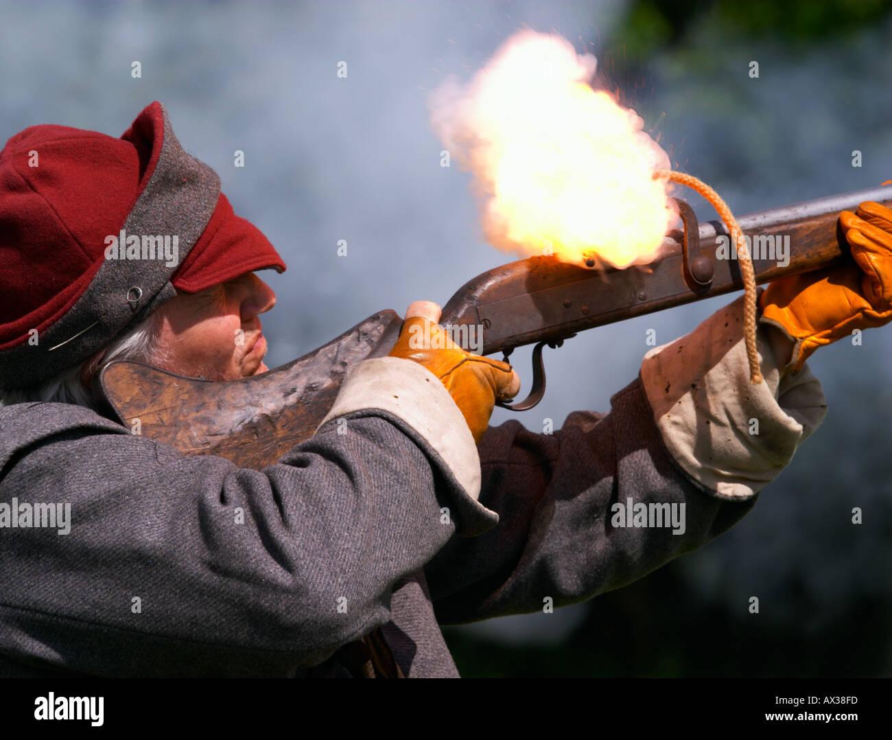 Castillo de Wardour Regimiento guerra civil inglesa período monárquico mosquete incendios Foto de stock