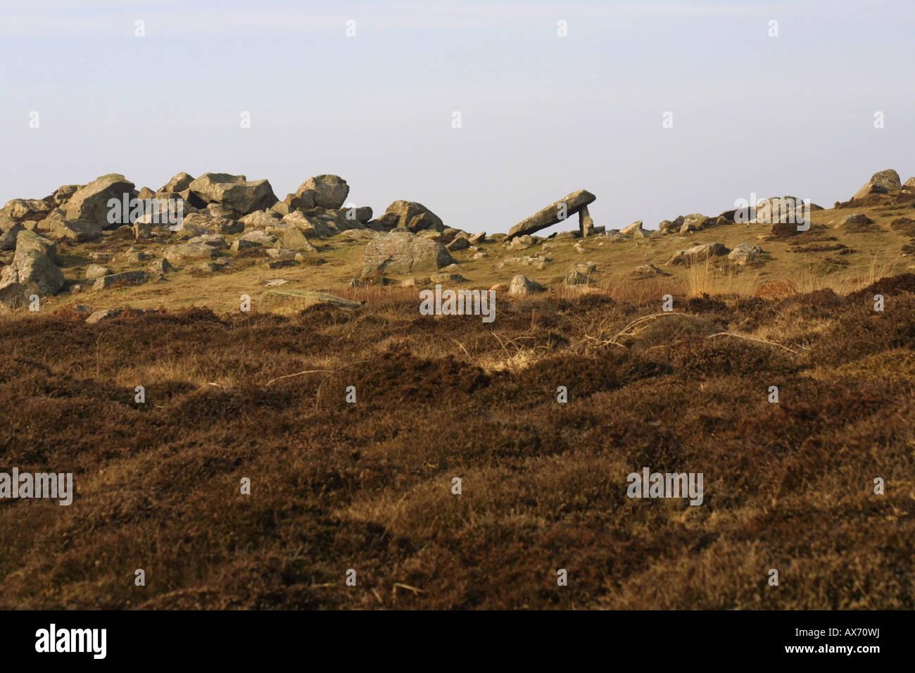Coetan Arthur dolmen, antigua cámara mortuoria, piedras prehistóricas en St David's head, el Parque Nacional de Pembrokeshire, Gales. Foto de stock