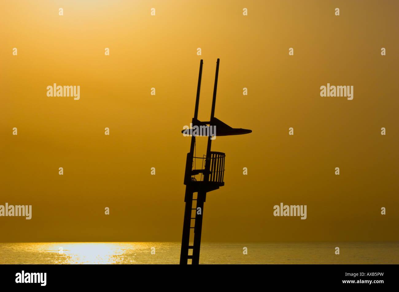 Silueta de estilo modernista socorrista playa Torre Sant Sebastia Barcelona Cataluña España Foto de stock