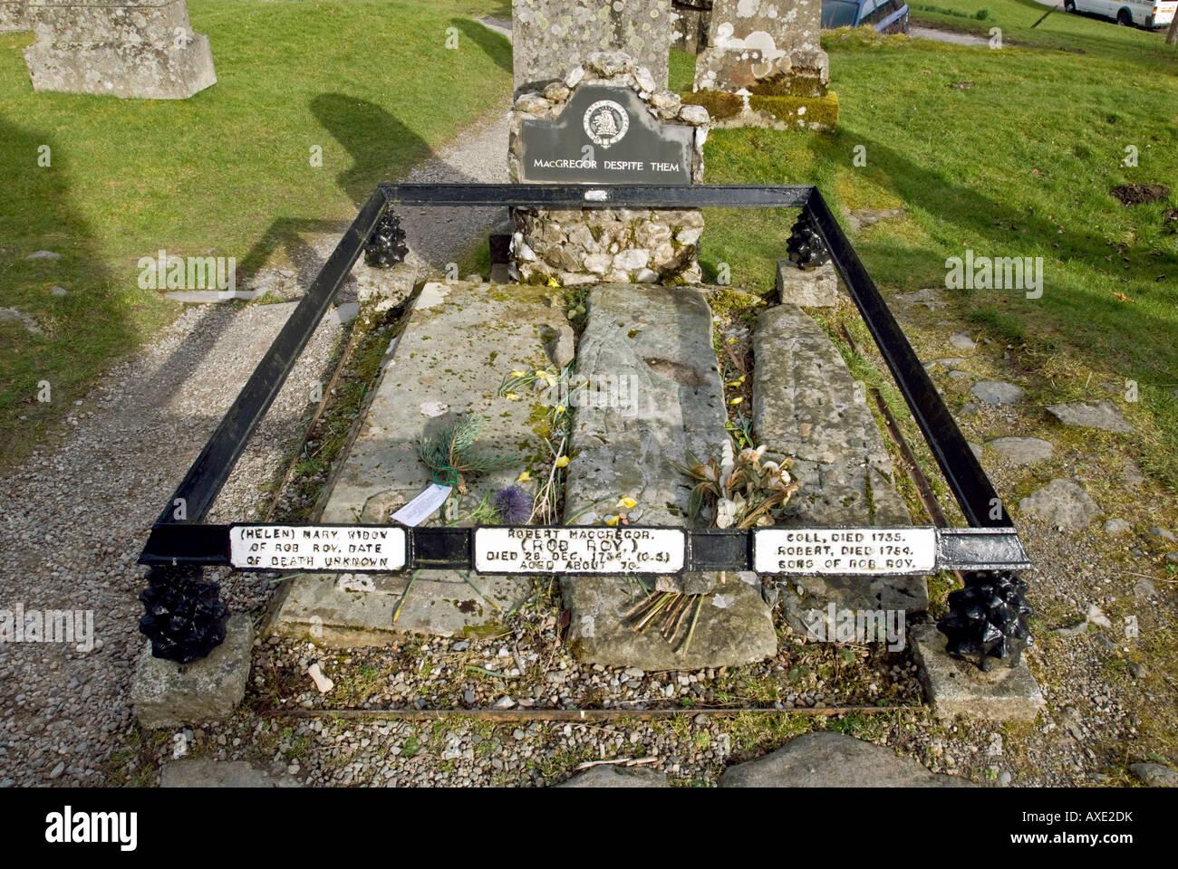 La tumba de Rob Roy McGregor en Balquhidder iglesia en Escocia Strathyre Foto de stock