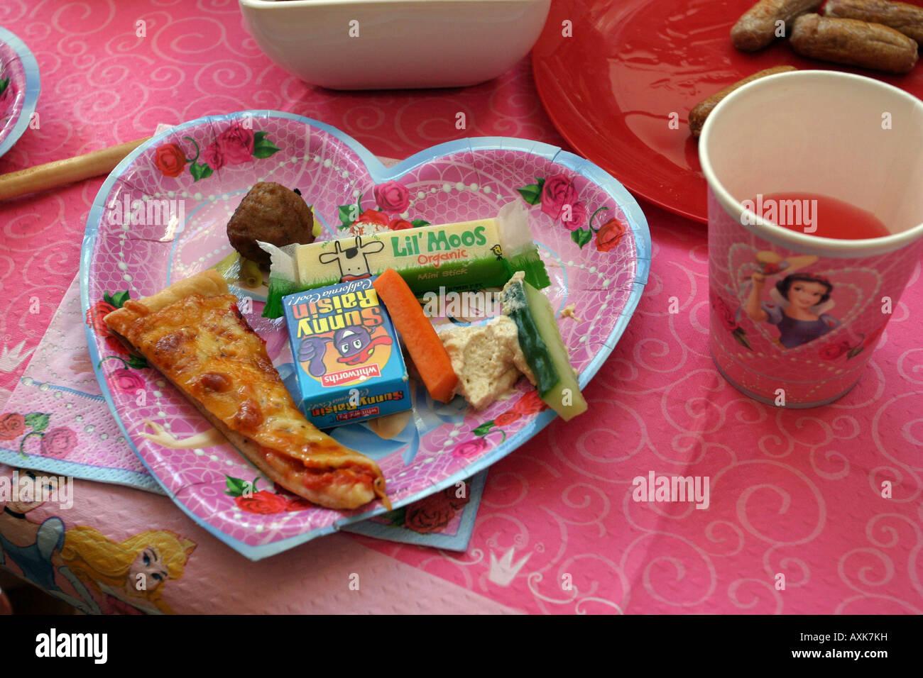 Fiesta de cumplea os de ni os comida foto imagen de - Comidas de cumpleanos infantiles ...