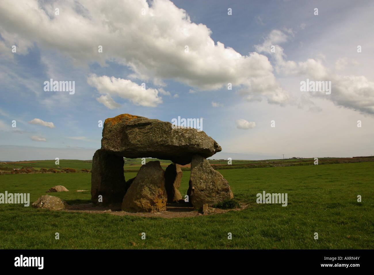 Sansón Mathry Carreg dolmen cerca de Pembrokeshire en Gales. Cámara funeraria cercana Costa Foto de stock