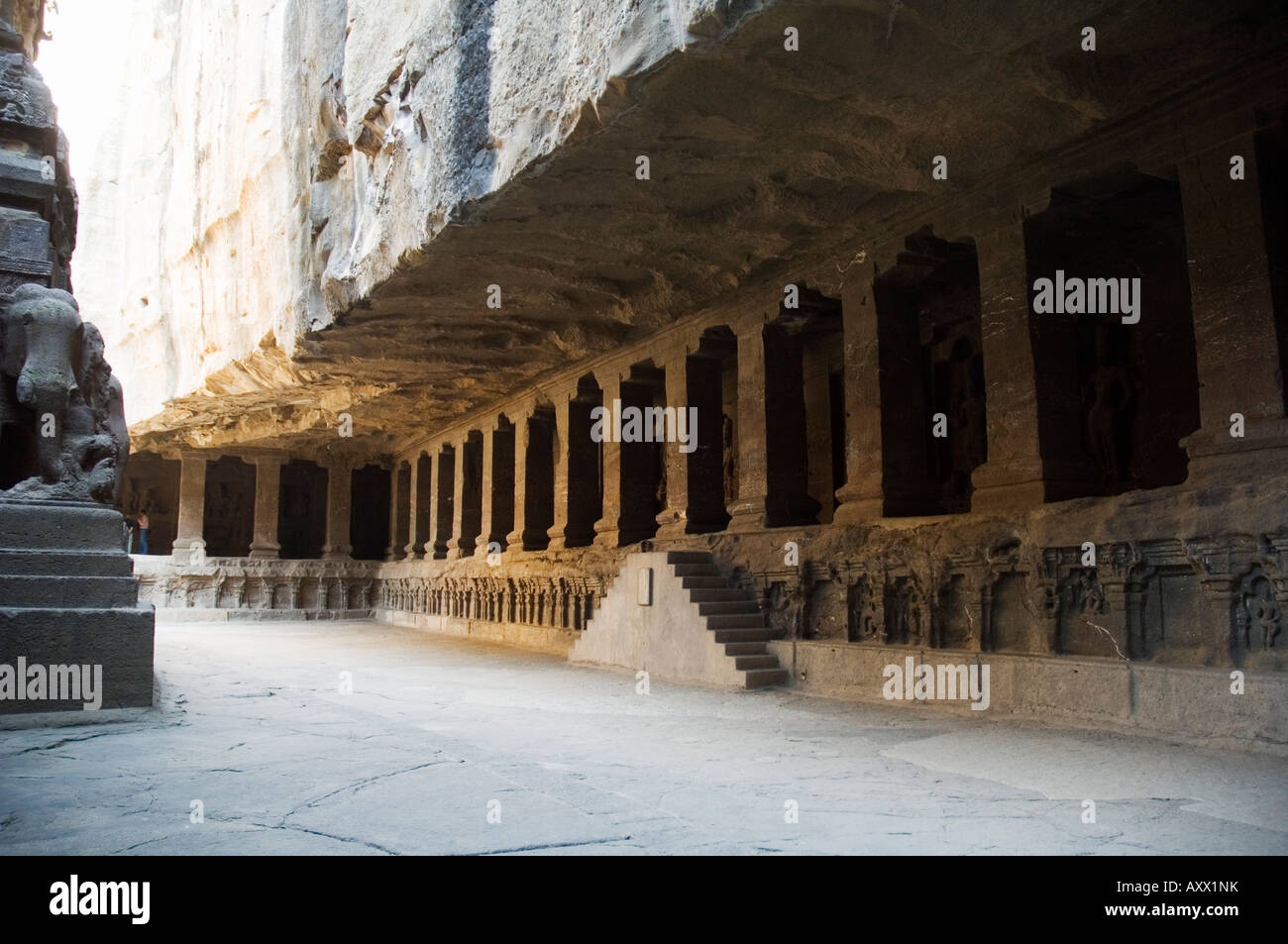 Las cuevas de Ellora, templos cortados en la roca sólida, cerca de Aurangabad, Maharashtra, India Imagen De Stock