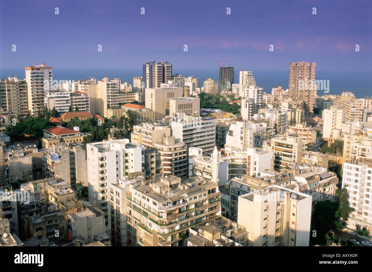 Vista elevada sobre el moderno distrito Hamra central en la reconstrucción de la ciudad de Beirut, Líbano, Imagen De Stock
