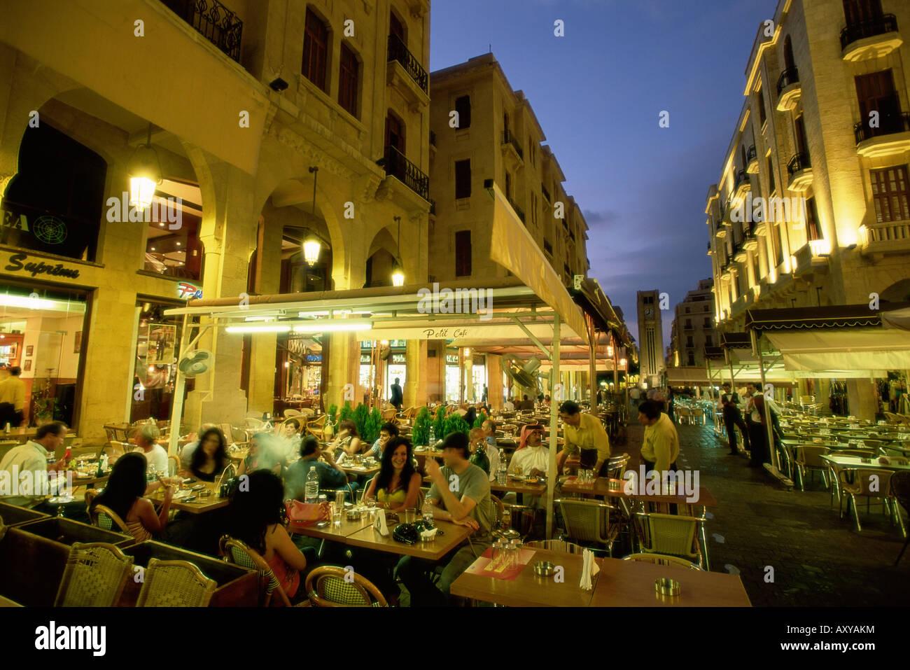 Restaurantes al aire libre en el centro del Distrito Central (BCD) en la reconstrucción de la ciudad de Beirut, Imagen De Stock