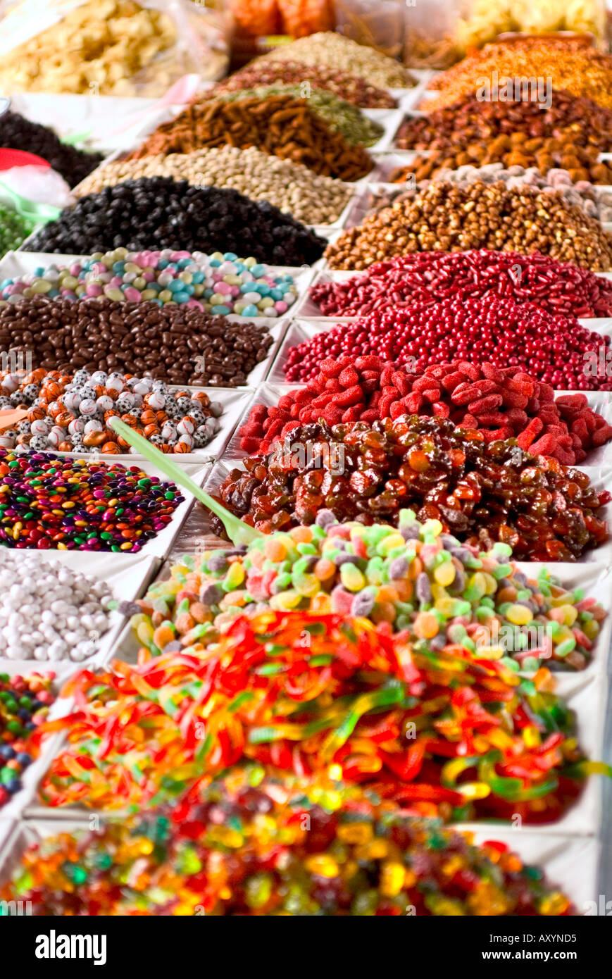27bdfd63aff4 La composición de colores dulces a granel para la venta en el mercado al  aire libre