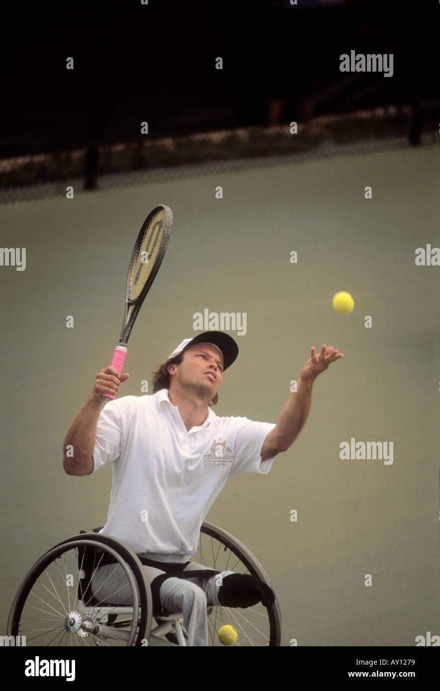 Jugador de tenis en silla de ruedas durante las Olimpiadas Especiales de Atlanta en 1996 Georgia Foto de stock