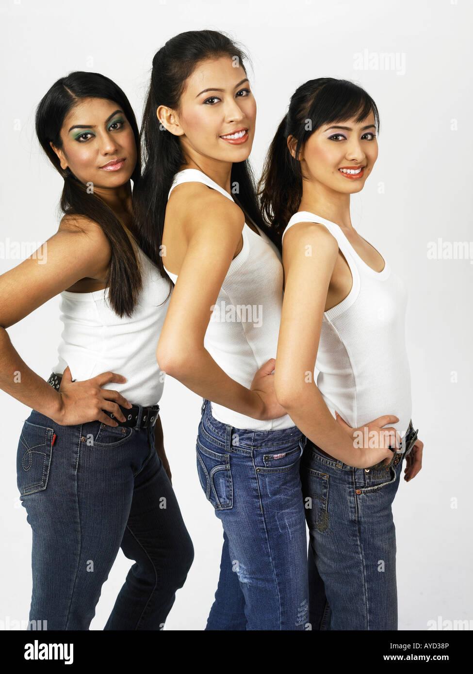 Vista lateral de tres mujeres Imagen De Stock