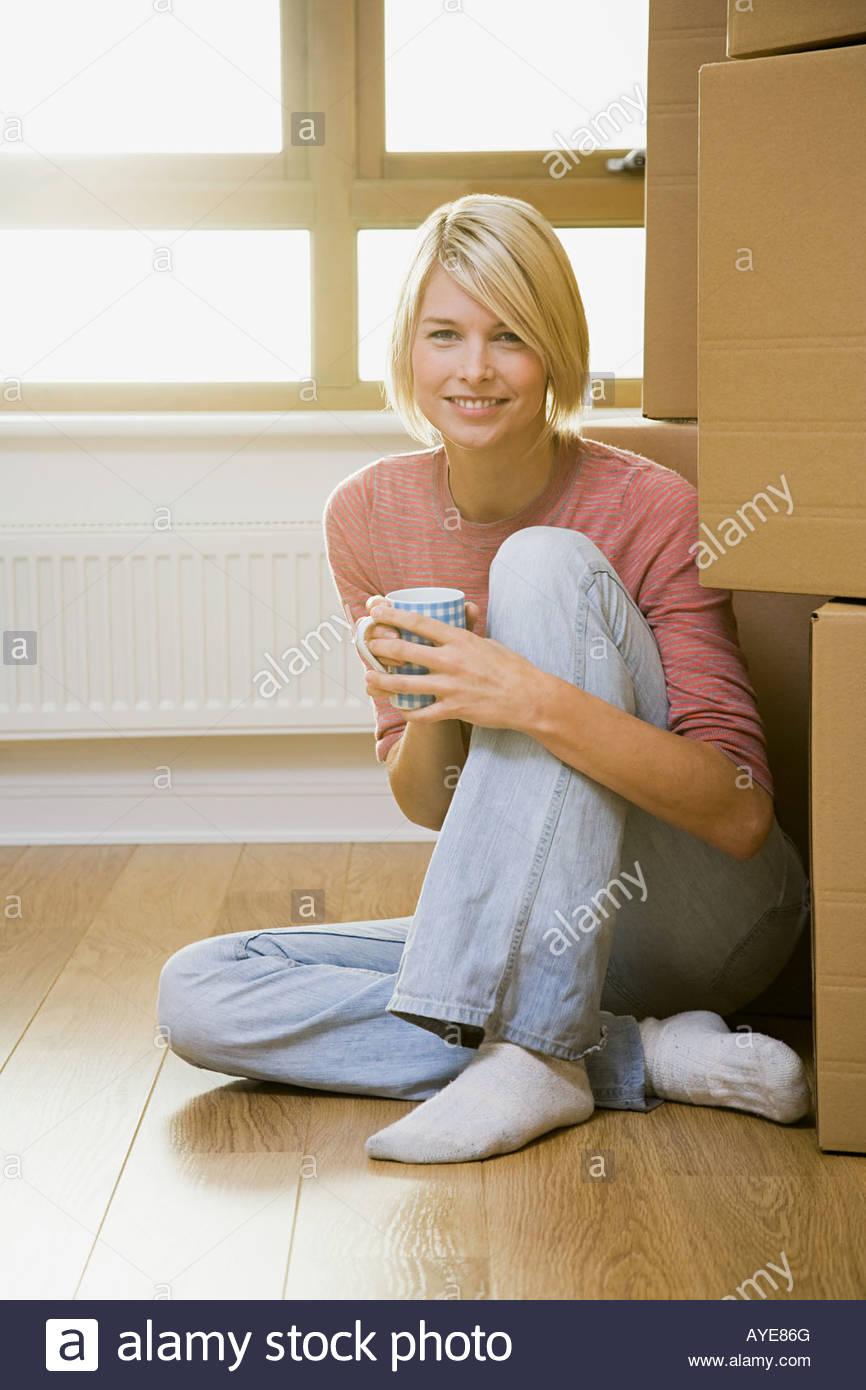 Tomando un descanso de la mujer en movimiento Imagen De Stock