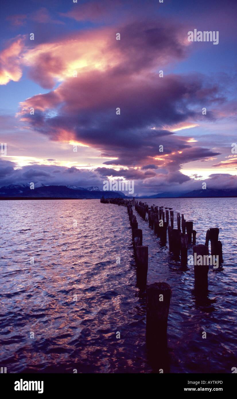Atardecer en el Seno Ultima Esperanza, Puerto Natales, Patagonia, Chile Imagen De Stock