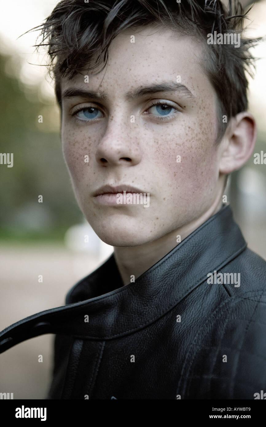 Adolescente varón roccurbilly Imagen De Stock