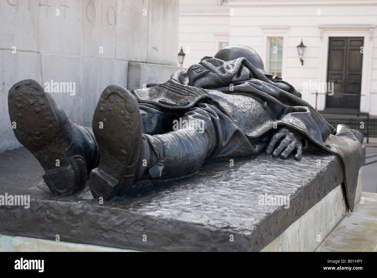 Real Hermandad de la Muerte, parte de la Artillería Real Memorial, un monumento de piedra grande en la esquina Imagen De Stock