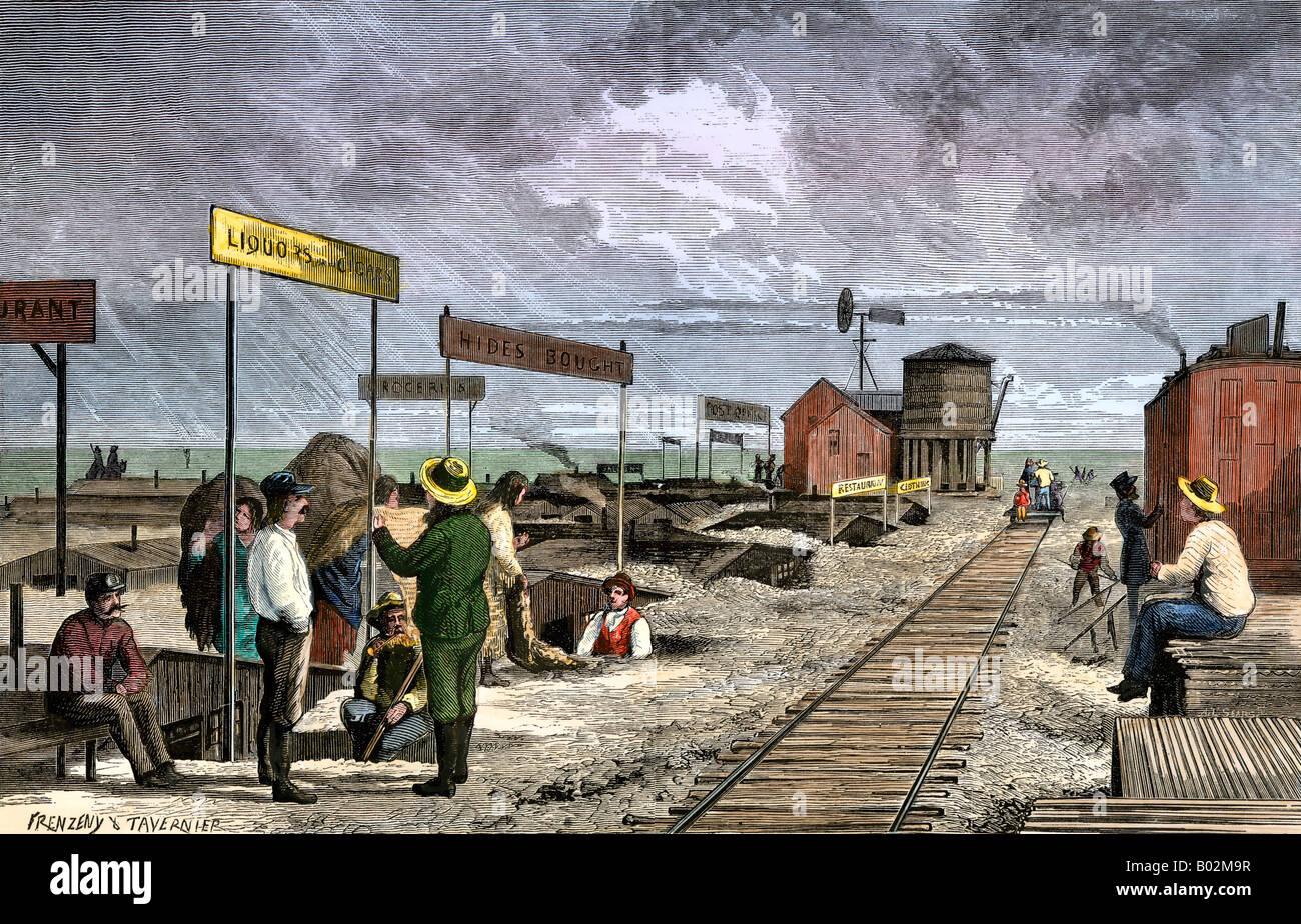 Un pueblo subterráneo de dugouts haciendo negocios a lo largo del ferrocarril transcontinental 1870. Xilografía coloreada a mano Foto de stock