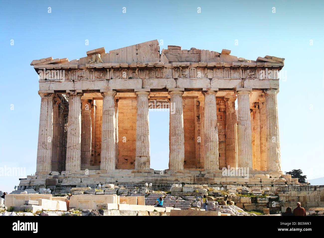 Ahora Acrópolis el antiguo templo del Partenón, punto focal de la Acrópolis en Atenas, Grecia. Imagen De Stock