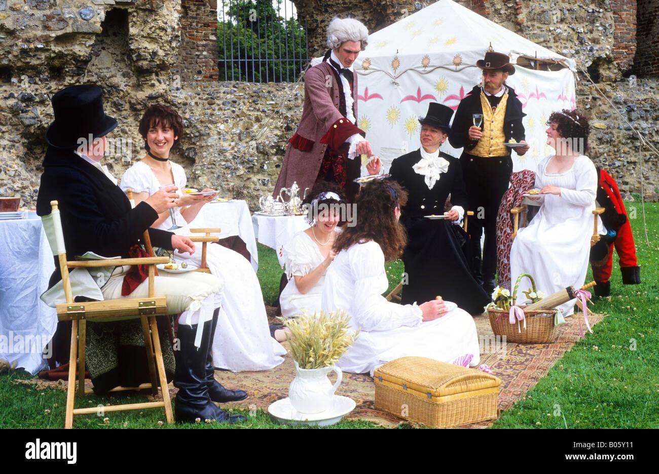 Regency período de reconstrucción histórica 1815 gentry siervo carpa obstaculizan el vino blanco Imagen De Stock