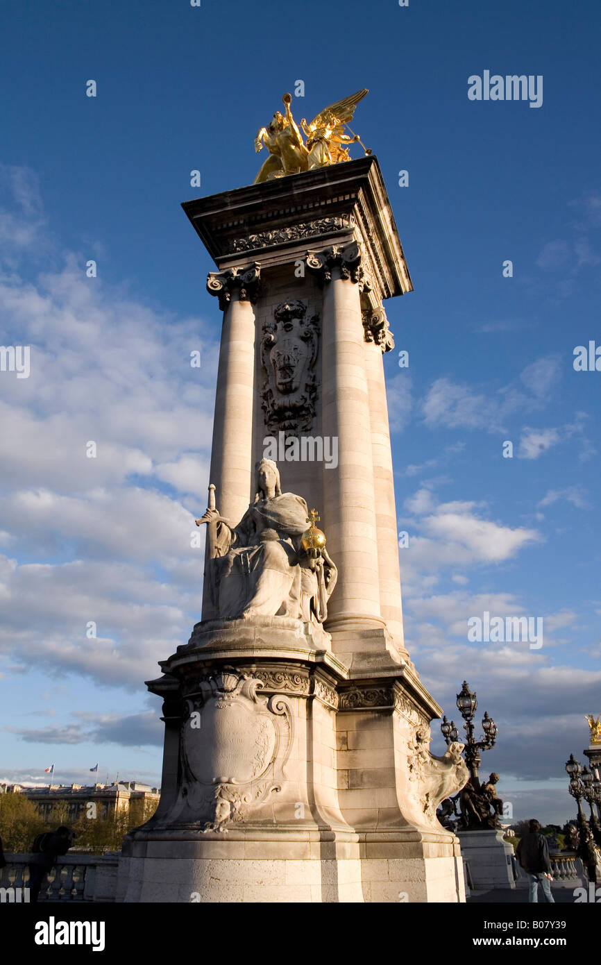 Puente Puente Alexandre III, París, Francia Foto de stock