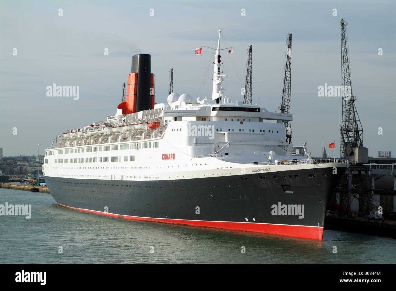 QE2 Queen Elizabeth 2 Cunard Cruise Ship Southampton antes del último viaje Imagen De Stock