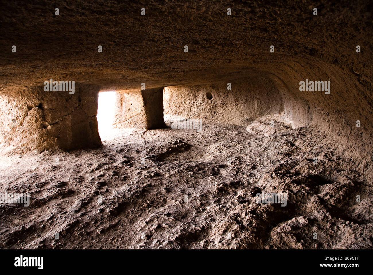"""Interior de Cuevas de Cuatro Puertas sitio arqueológico """"Gran Canaria"""" España Foto de stock"""