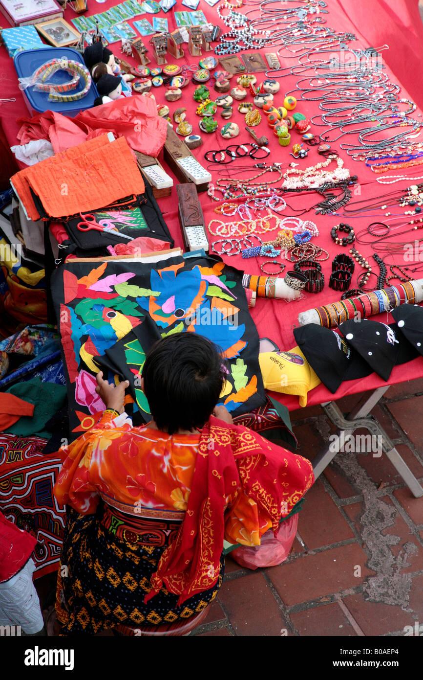 Vistas desde la Ciudad de Panamá el Casco Viejo o Casco Antiguo y la zona de mercados callejeros que hay Foto de stock