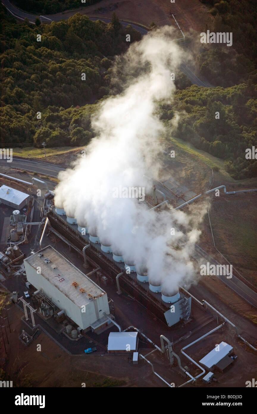 Por encima de la antena géiseres grupo más grande de plantas de energía geotérmica en el mundo, Imagen De Stock