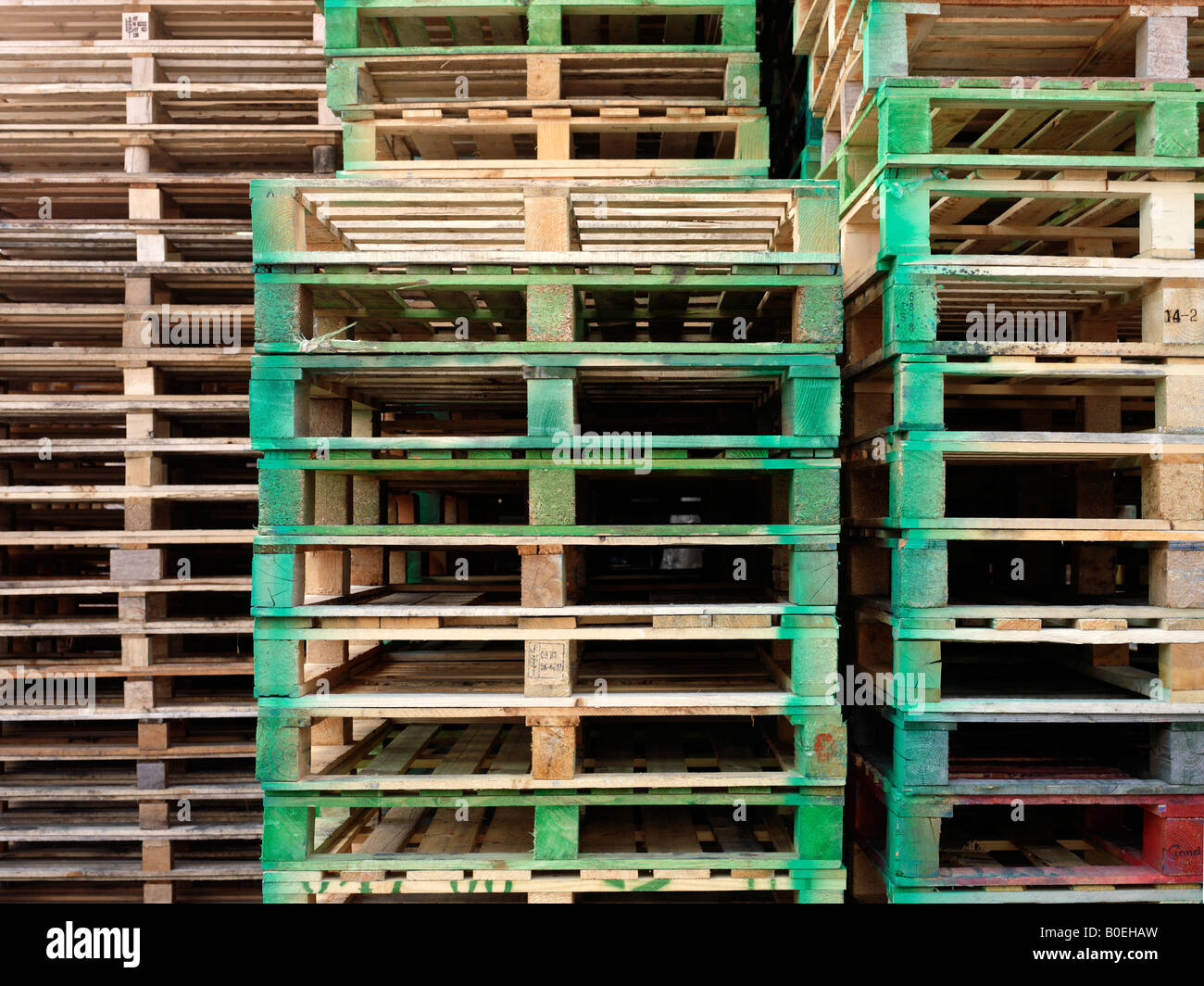 Pila de palets vacíos Imagen De Stock