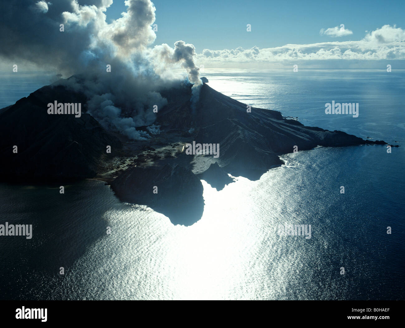 Isla Blanca, erupción volcánica, Bahía de Plenty, Isla del Norte, Nueva Zelanda Foto de stock