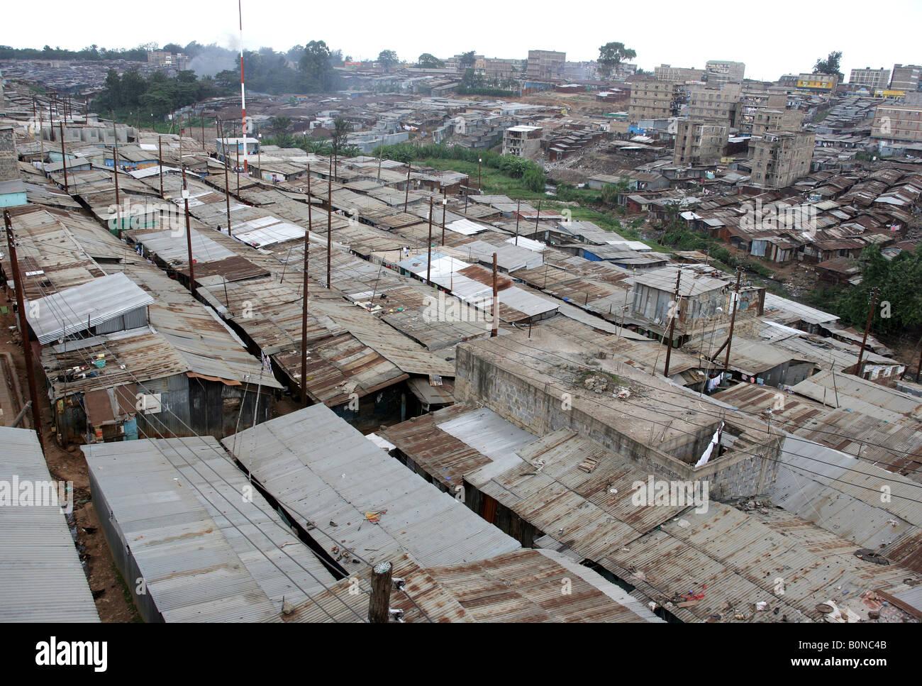 Tugurio Mathare Valley, uno de los más famosos barrios de tugurios en Nairobi, Kenia Imagen De Stock