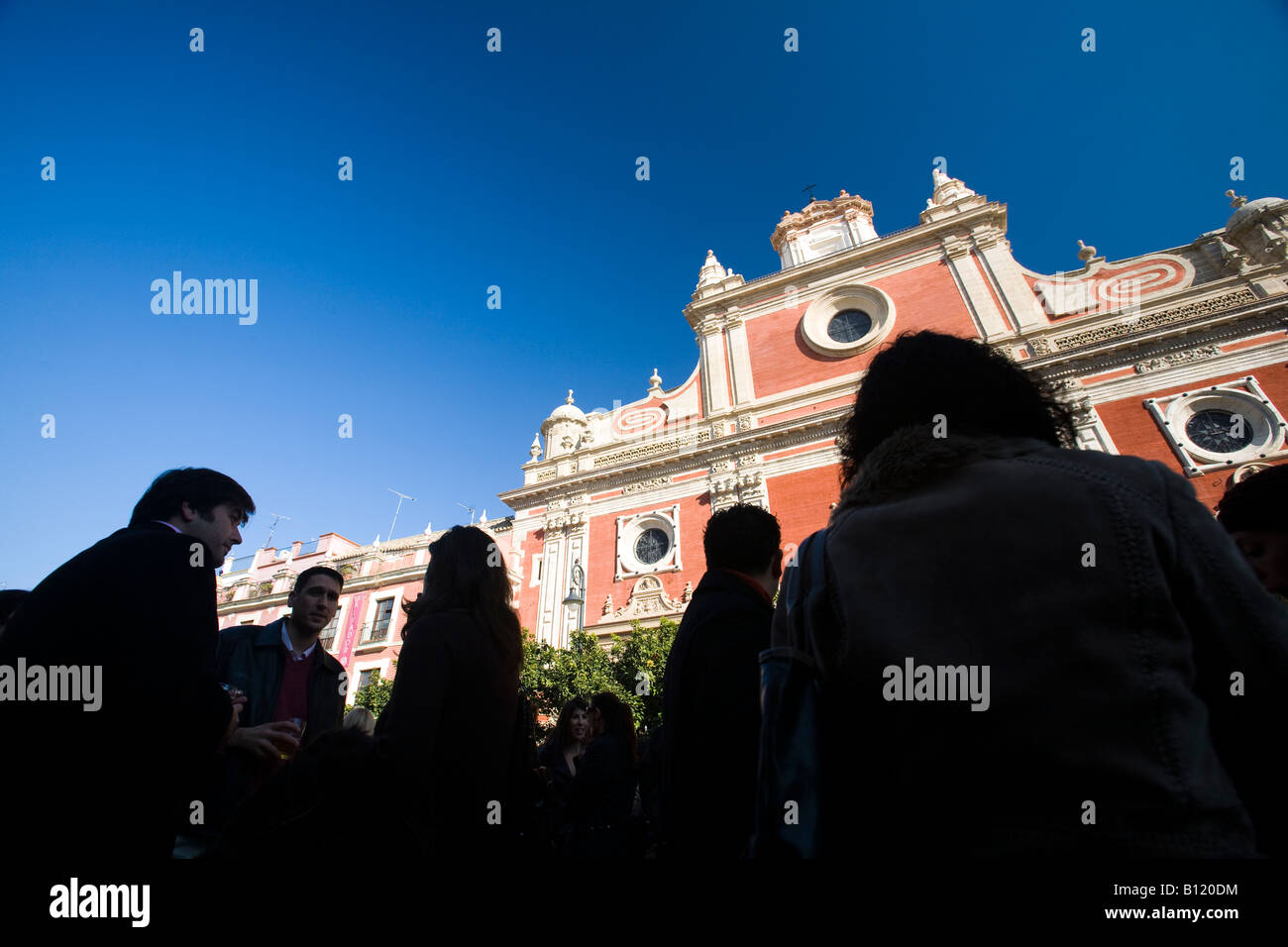 La gente en la Plaza El Salvador, Sevilla, España Imagen De Stock