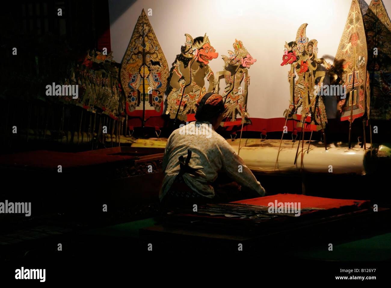 Wayang kulit teatro de marionetas de sombras yogyakarta - Artesania de indonesia ...