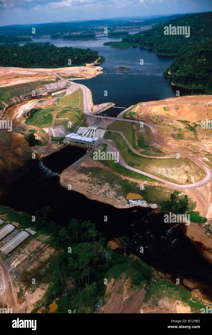 Powerstation hidroelectric Pitinga en el estado de Amazonas, Brasil 07 27 04 Imagen De Stock