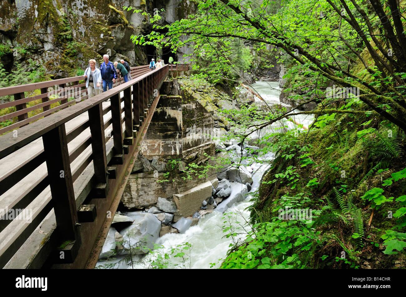 Puente entre túneles Othello Coquihalla cañón cerca del Parque Provincial Esperanza British Columbia Canadá Foto de stock