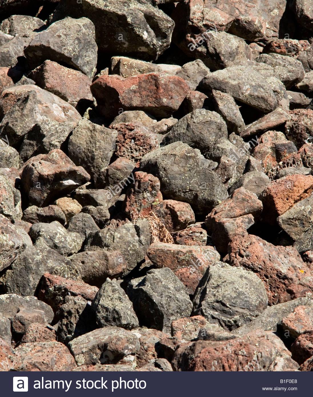 Textura natural de rocas de lava negros rojos Imagen De Stock