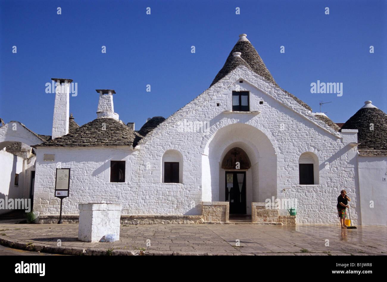 Trullo sovrano, Alberobello, provincia de Bari, Puglia, Italia Imagen De Stock