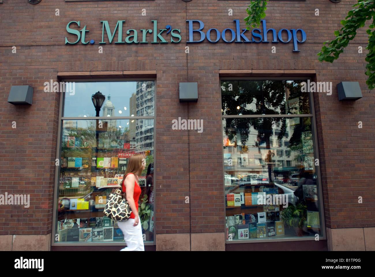 Urban Neighborhood Store Imágenes De Stock & Urban Neighborhood ...