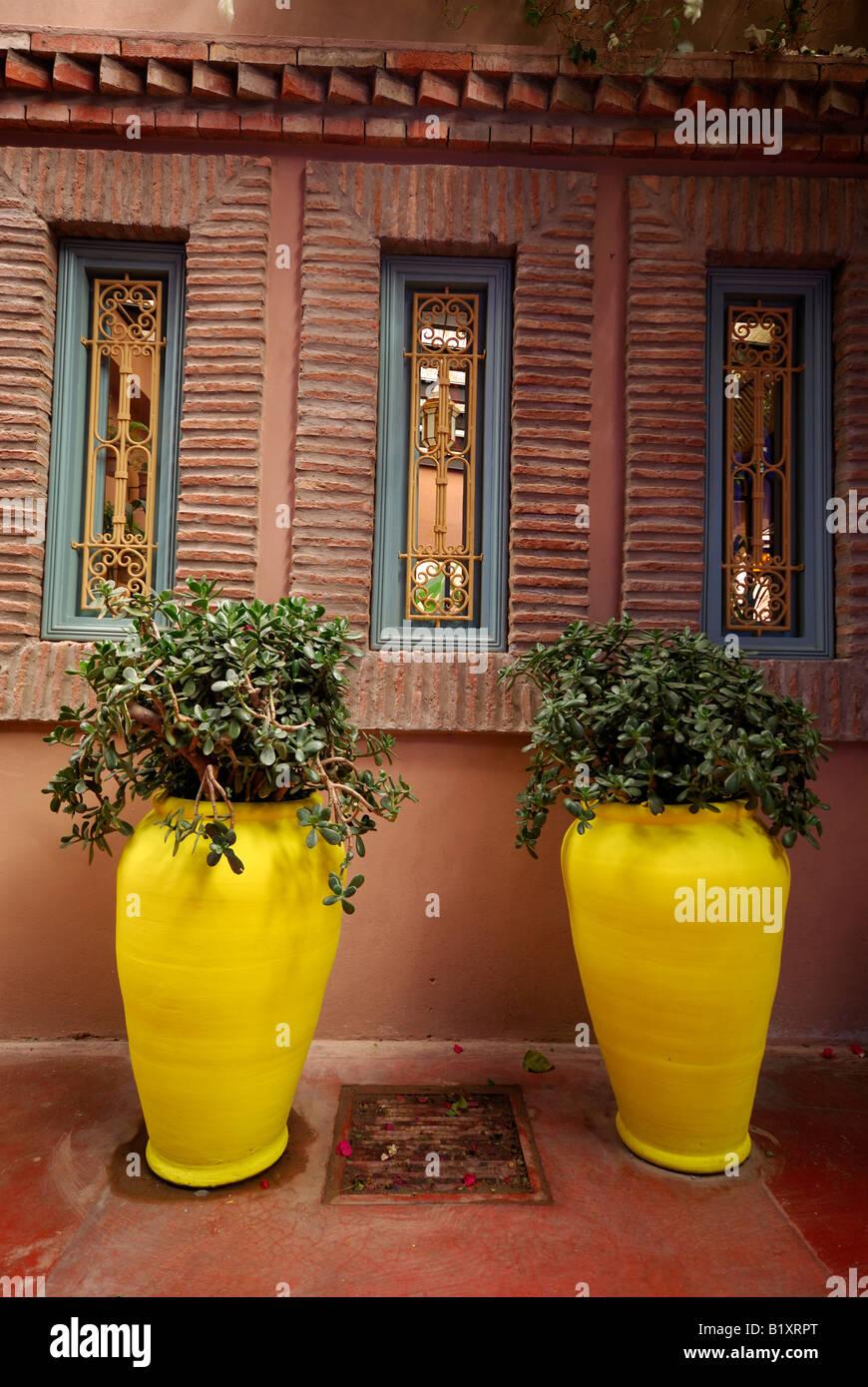 2 contenedores amarillos, Marrakech Imagen De Stock