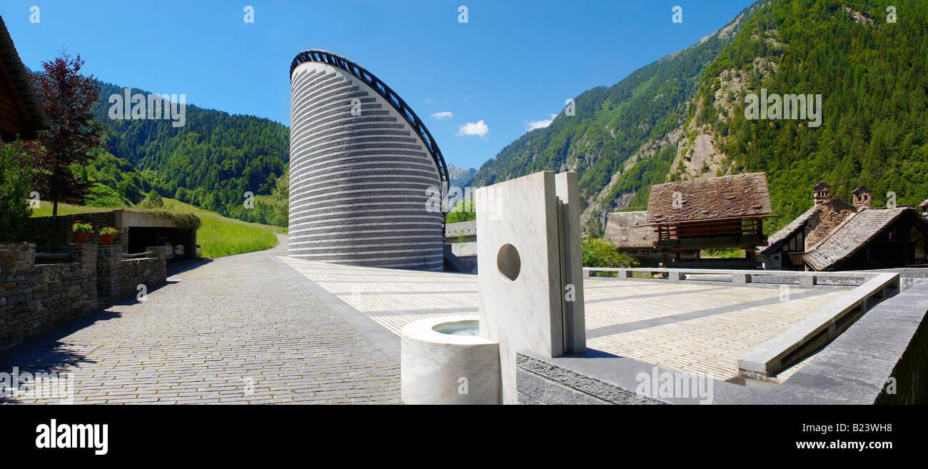 Exterior de la Iglesia de San Juan Bautista Mogno, Fusio, municipio de Lavizzara, Tesino, Val Maggiore, Tesino, Suiza Foto de stock