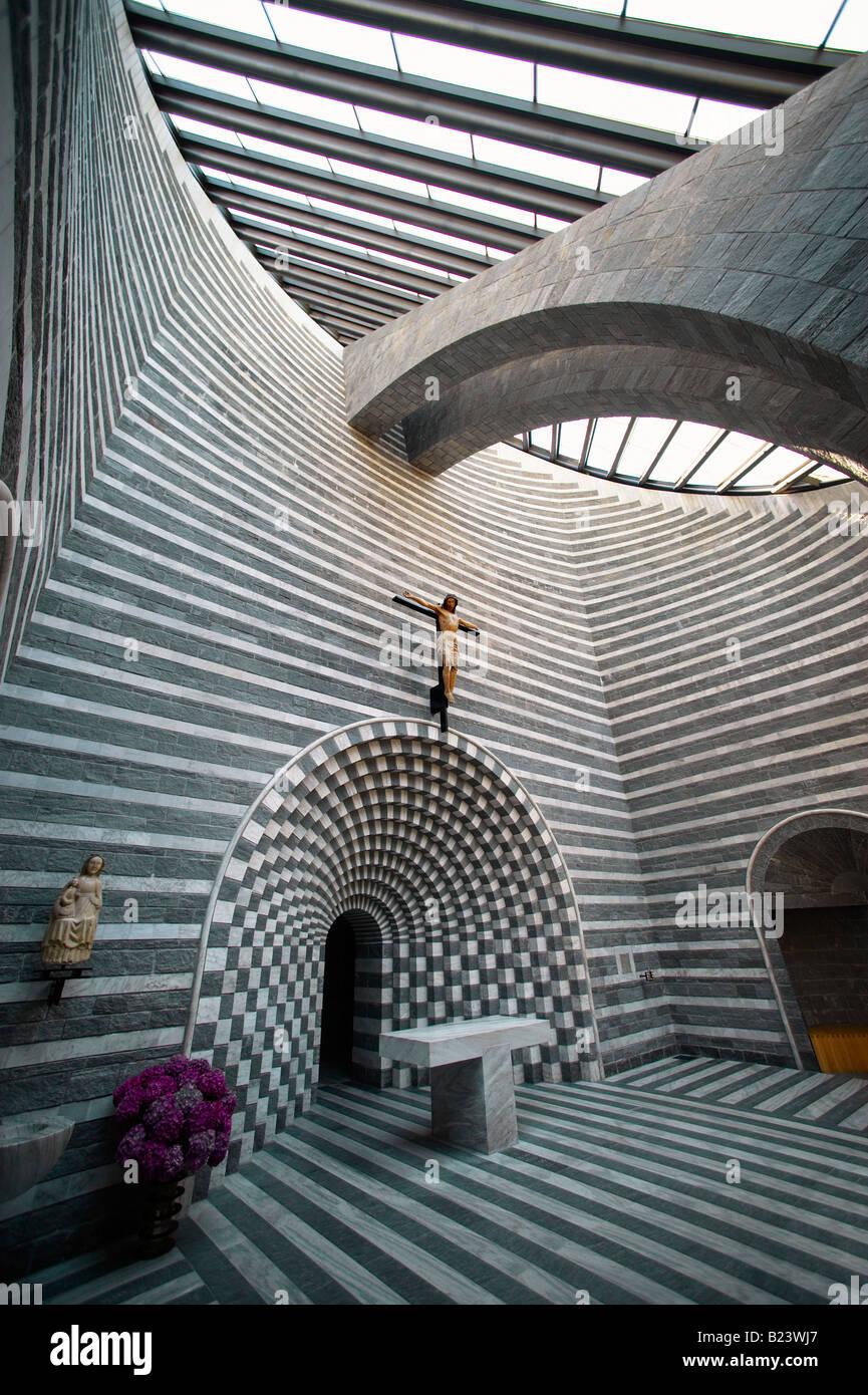 Interior de la Iglesia de San Juan Bautista Mogno, Fusio, municipio de Lavizzara, Val Maggiore, Tesino, Suiza Foto de stock
