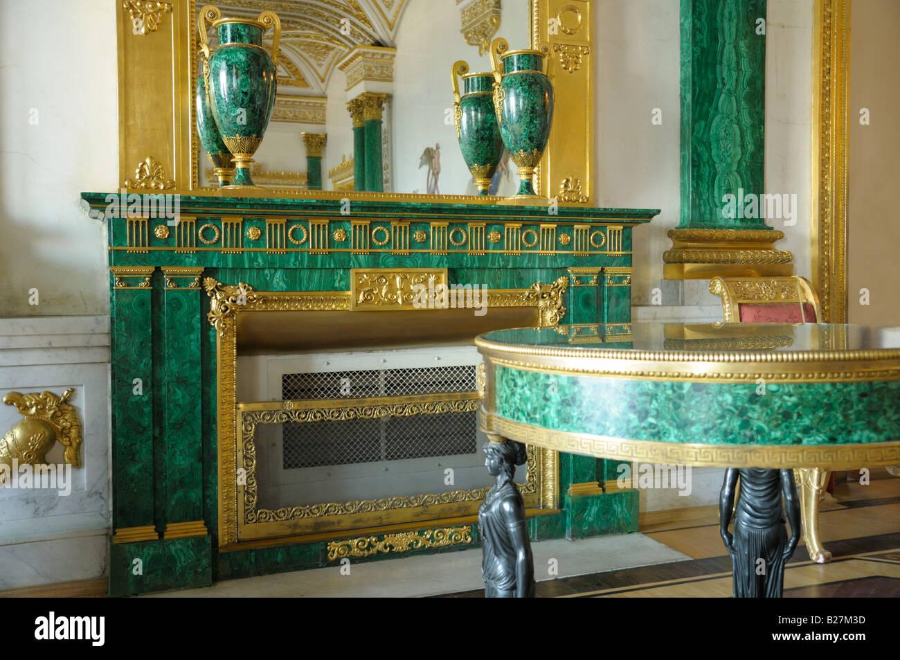 La sala de Malaquita en el Palacio de Invierno, San Petersburgo Foto de stock