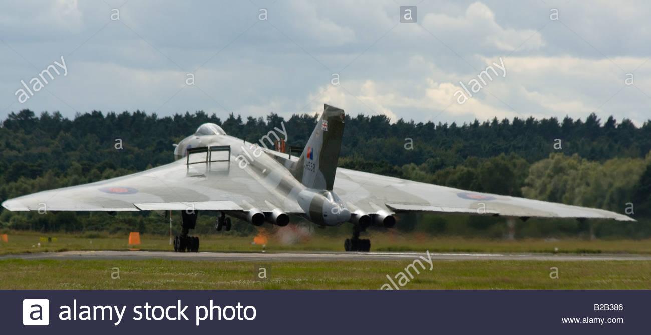 Bombardero Vulcan de Ala Delta Farnborough RAF Guerra Fría Imagen De Stock