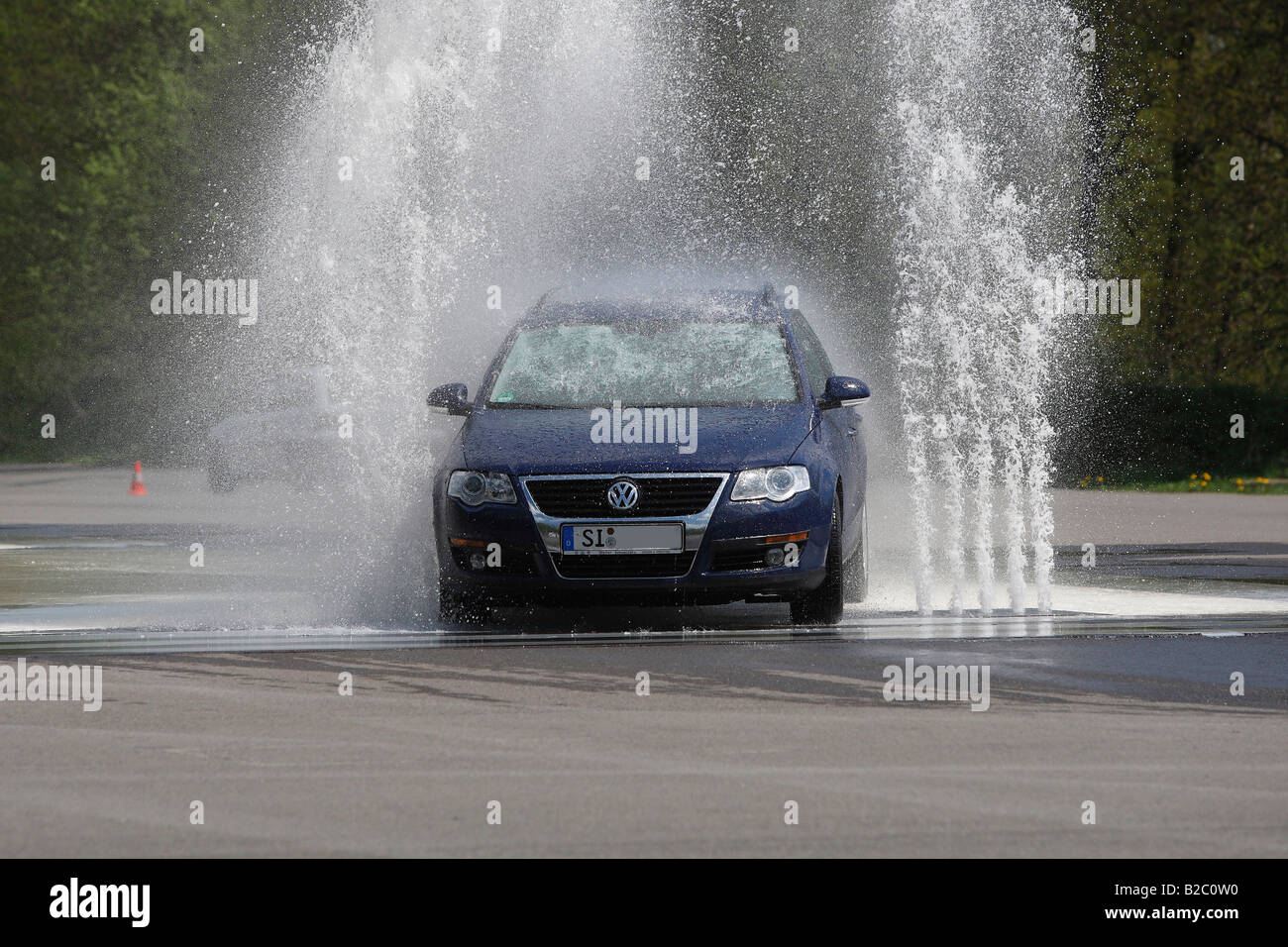 Formación de seguridad del conductor ADAC, el frenado y la evasión en superficies resbaladizas y suelo Imagen De Stock
