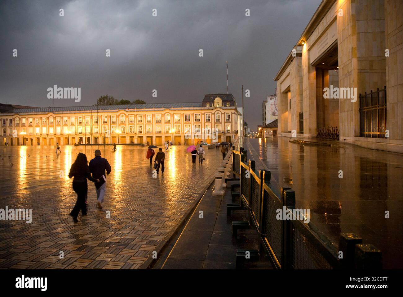 La Plaza de Bolívar en la lluvia Imagen De Stock