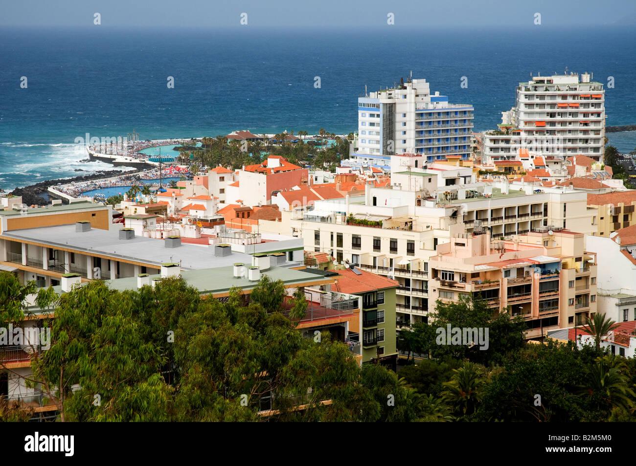 Vista de Puerto de la Cruz, Tenerife, Islas Canarias, España Imagen De Stock