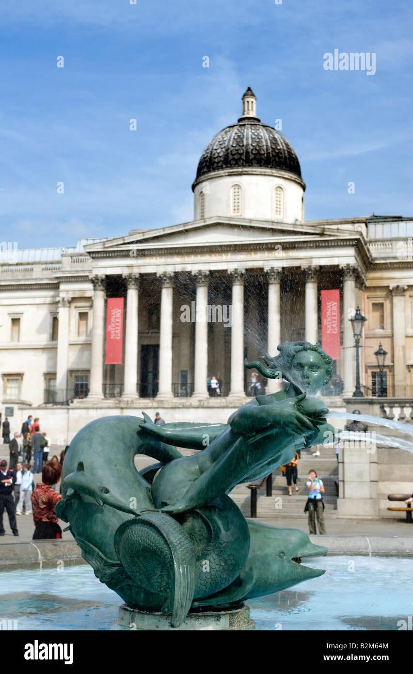 Fuente del delfín de sirena Galería Nacional de Arte en Trafalgar Square, Londres, Inglaterra Foto de stock