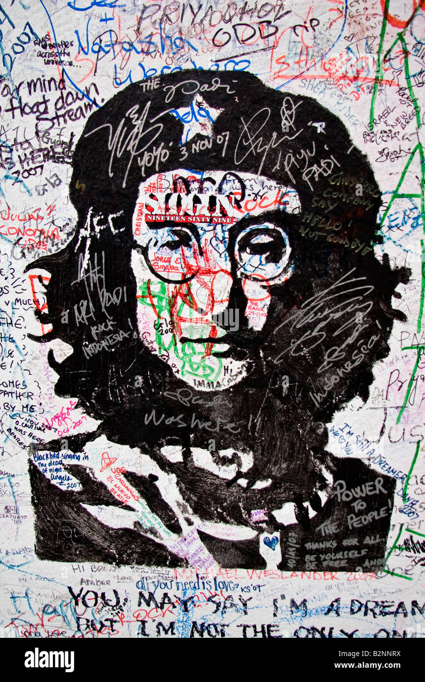 Graffiti de John Lennon en la pared de Abbey Road Studios Imagen De Stock