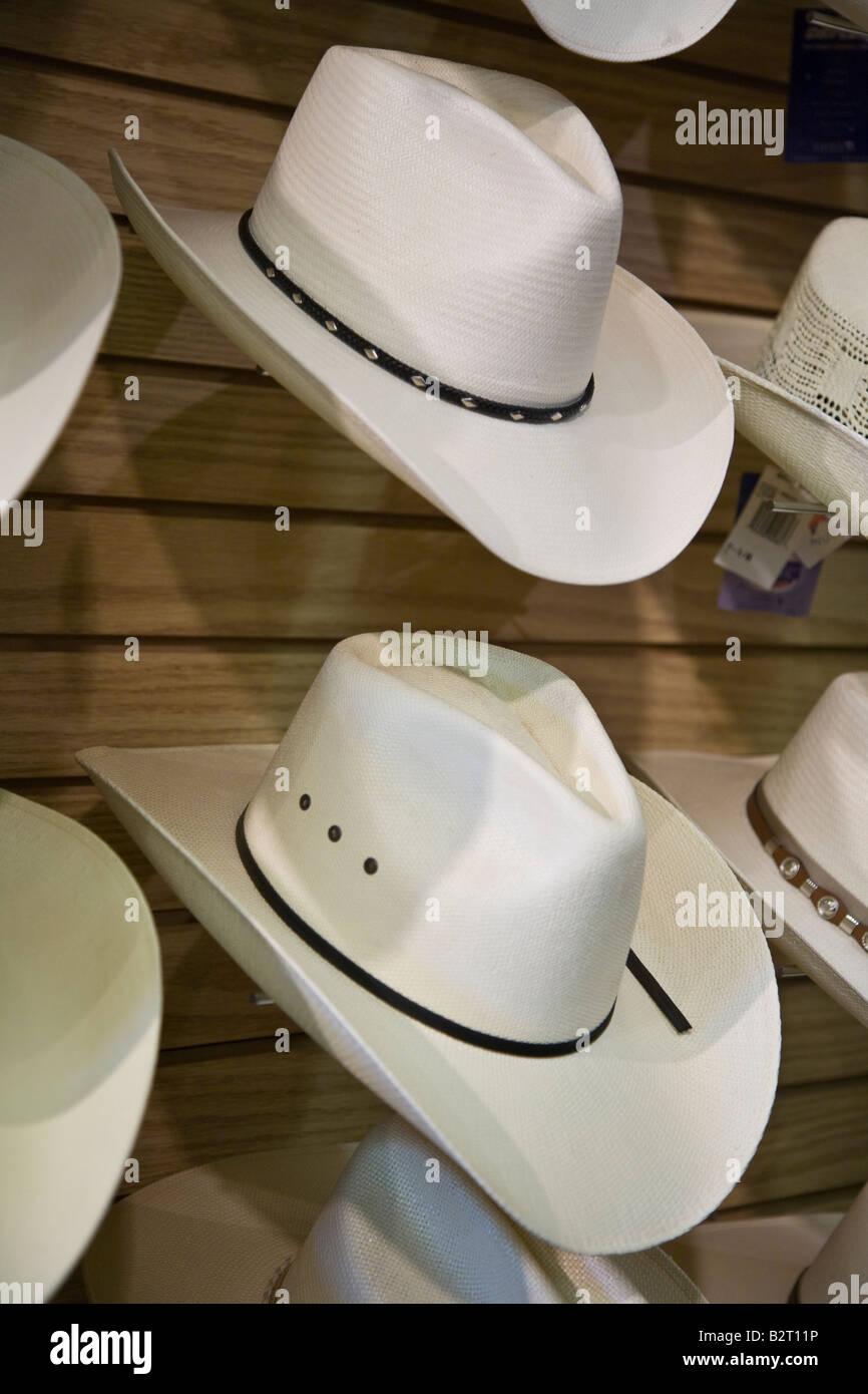 Straw Cowboy Hats Sale Imágenes De Stock   Straw Cowboy Hats Sale ... 30bd821e45a3